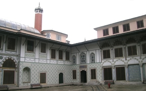 Стамбул (Istanbul) - Topkapi Дворик в гареме матери  Султана Courtyard of Quin Mother Valide Sultan dairesi